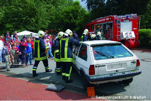 """Dorffest 2007 """"vor unserer Haustür"""" - Rettungsübung Feuerwehr"""